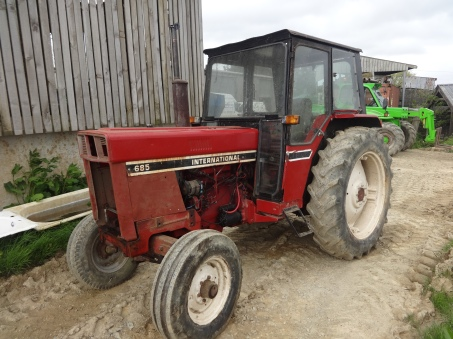 international 685 2 wheel drive tractor 1